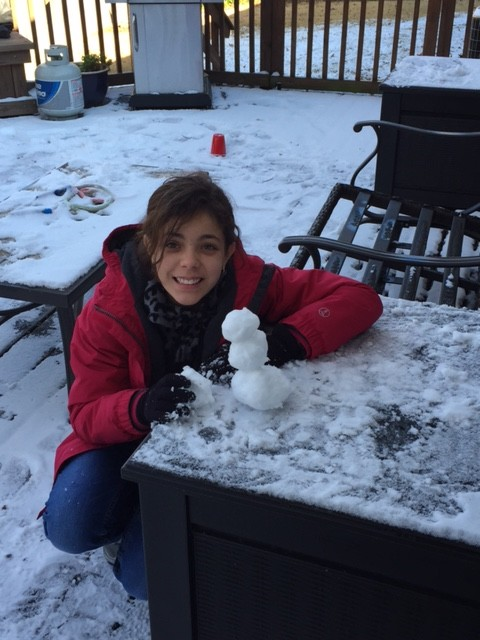 Sixth-grader+Iris+Delahoussaye+builds+a+snowman.+Memphis+had+its+first+snow+day+on+Friday%2C+Jan.+22%2C+and+St.+George%27s+did+not+have+school.