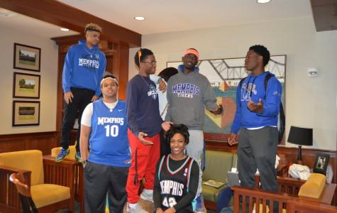 Juniors in the junior lounge wear University of Memphis and Memphis Grizzlies gear. St. George's students celebrate the last day of spirit week being Memphis heroes.