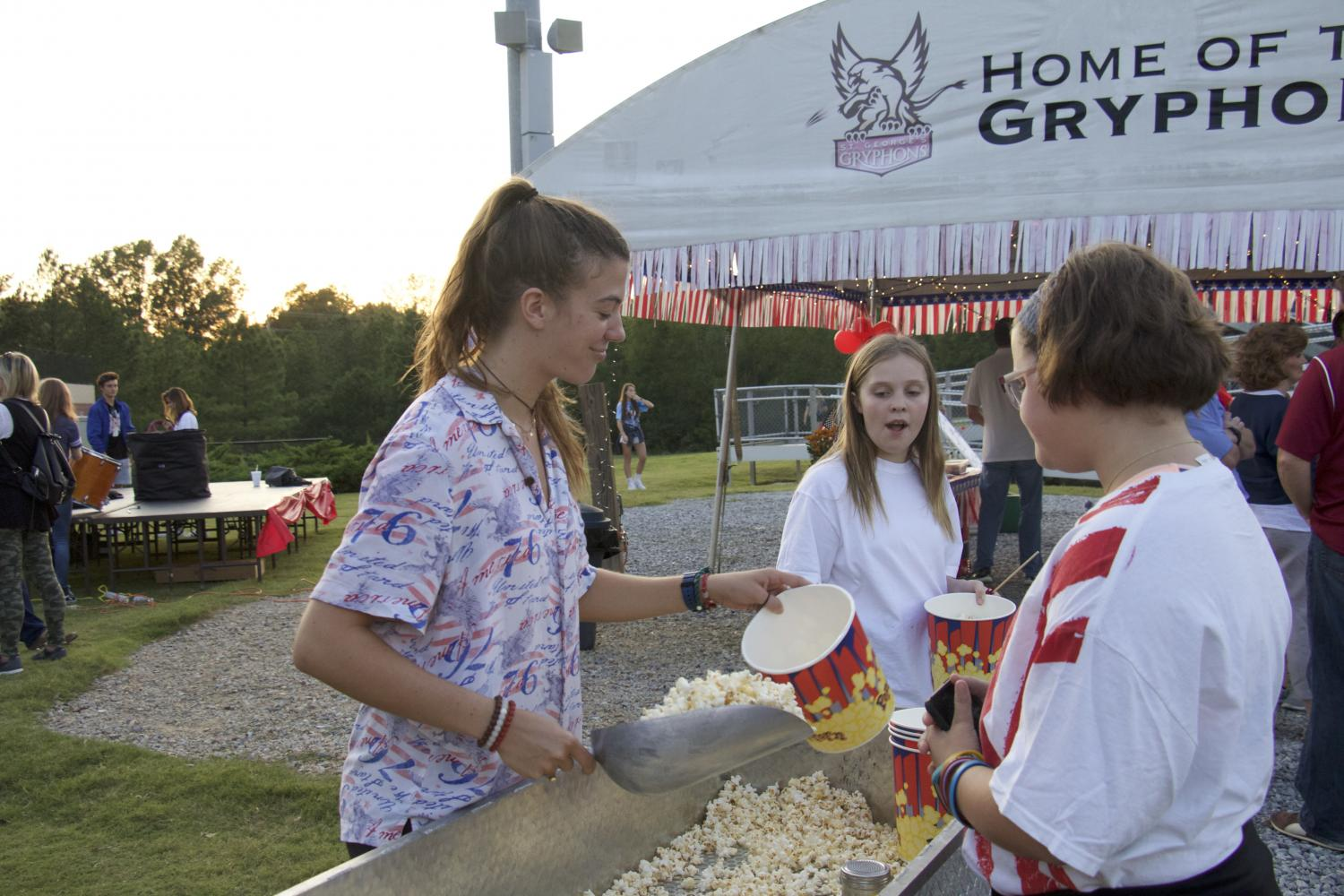 Senior+Alice+Crenshaw+scoops+popcorn+for+students+at+the+Fine+Arts+Tailgate.+Crenshaw+and+her+father+made+homemade+kettle+corn+for+the+festivities.